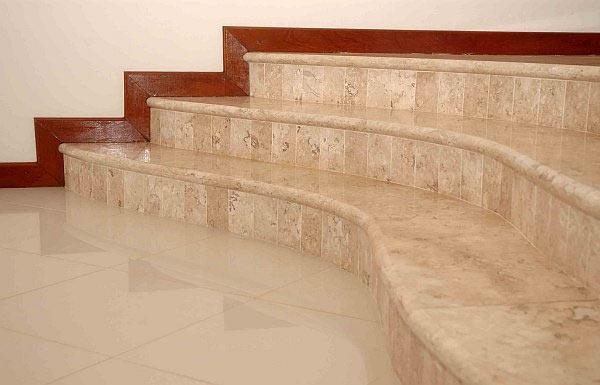 Лестница облицованная гранитом