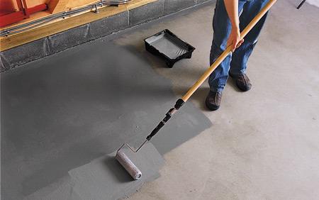При ручном способе теплоизоляционный материал наносится на утепляемую поверхность при помощи обычной кисти или валика