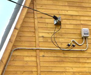Наземное подключение кабеля к дому