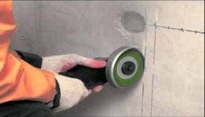Штробирование стен под проводку при помощи болгарки