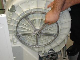Что делать если стиральная машина не отжимает?