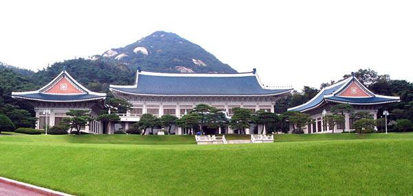 """""""синий дом"""" – Чхонвадэ, он является официальной резиденцией президента Южной Кореи"""
