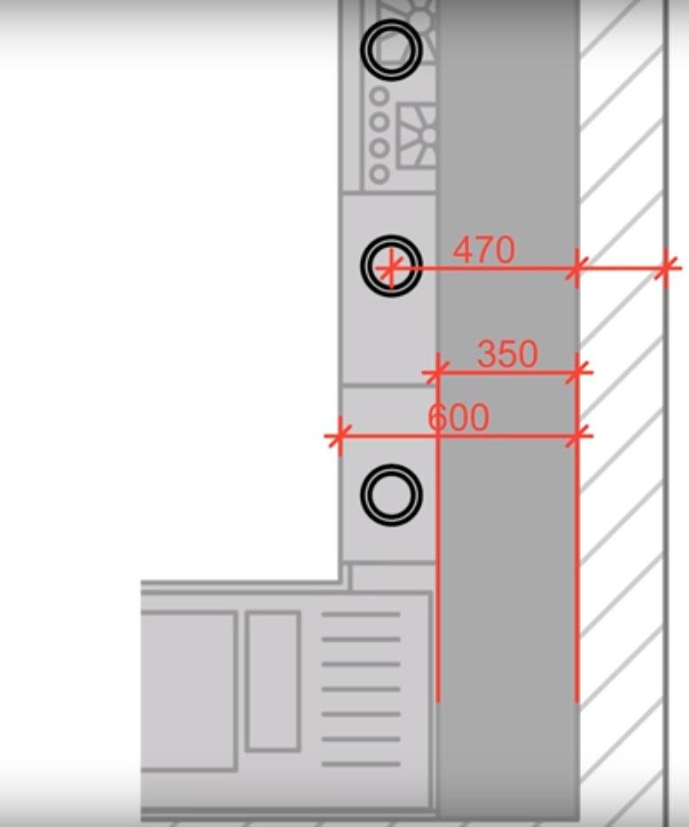 При глубине верхних шкафчиков 350 мм и ширине столешницы 600 мм, точечные светильники устанавливаются на расстоянии 450-470 мм от стены